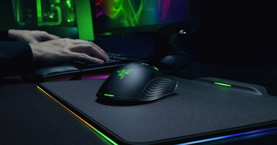 Um mouse sem fio que dispensa baterias ou pilhas: essa é a proposta do Razer Mamba HyperFlux, que é recarregado continuamente pelo próprio mousepad. O kit vai custar US$ 250 e sai em março nos EUA.