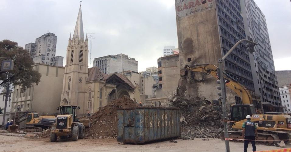 7.mai.2018 - Escombros do prédio que desabou no centro de São Paulo