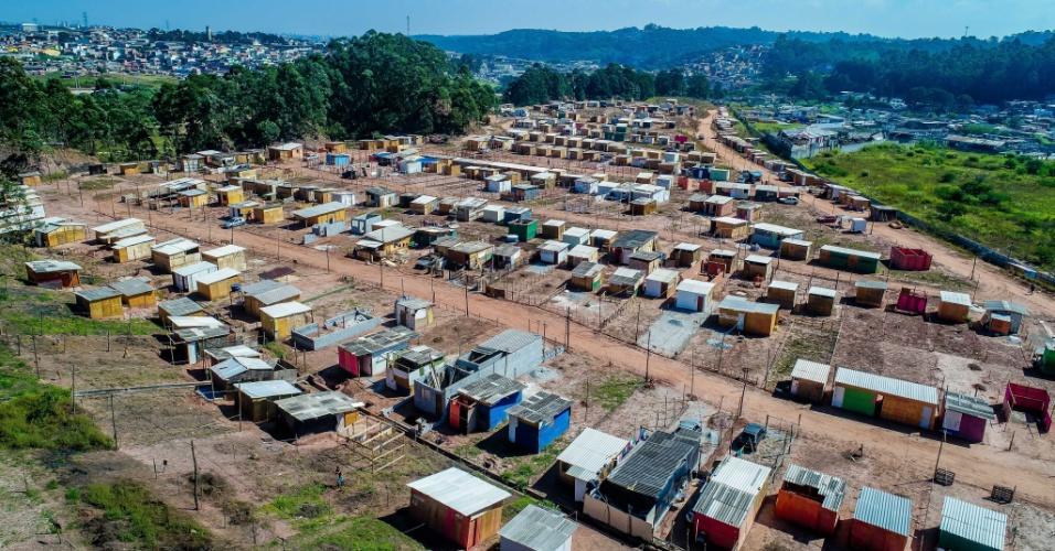 10.mai.2018 - Área com acesso à avenida Ragueb Chohfi, do outro lado do morro, também foi ocupada, no Iguatemi, no extremo leste