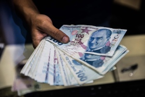 Turquia dobra tarifas sobre alguns produtos dos EUA; lira se recupera (Foto: Yasin Akgul/AFP)