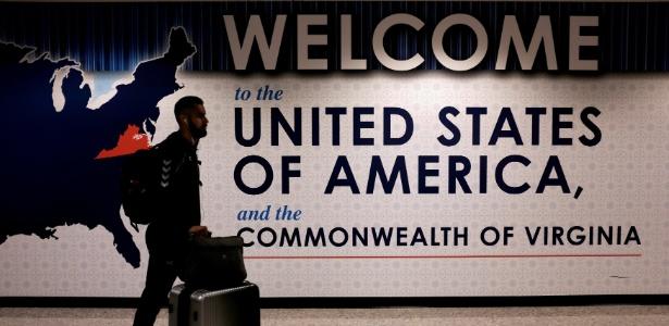 26.jun.2017 - Passageiro chegando no Aeroporto Internacional Washington Dulles, em Dulles na Virgínia, Estados Unidos