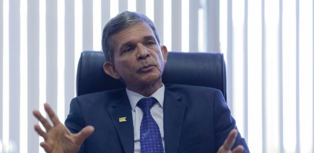O ministro da Defesa, Joaquim Silva e Luna, durante entrevista ao UOL - Kleyton Amorim/UOL