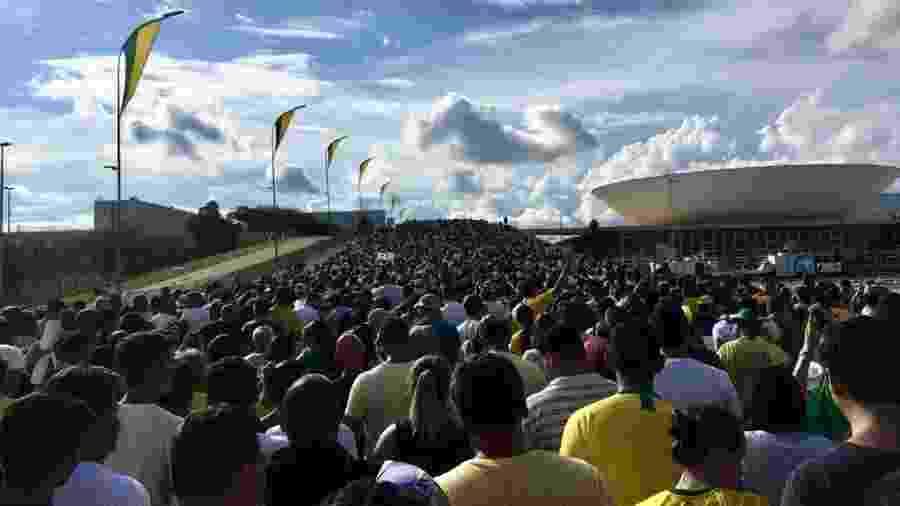 1º.jan.2019 - Multidão deixa a praça dos Três Poderes após a solenidade de posse do presidente Jair Bolsonaro (PSL) - Hanrrikson de Andrade/UOL