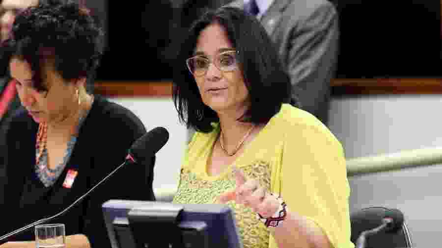 A ministra Damares Alves durante sessão na Comissão de Direitos Humanos e Minorias - Michel Jesus/Câmara dos Deputados