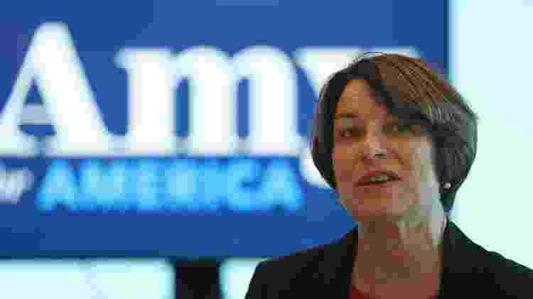 Amy Klobuchar é considerada a senadora com mais projetos aprovados entre democratas no Senado e já enfrentou acusações de assédio moral de ex-funcionários - AFP