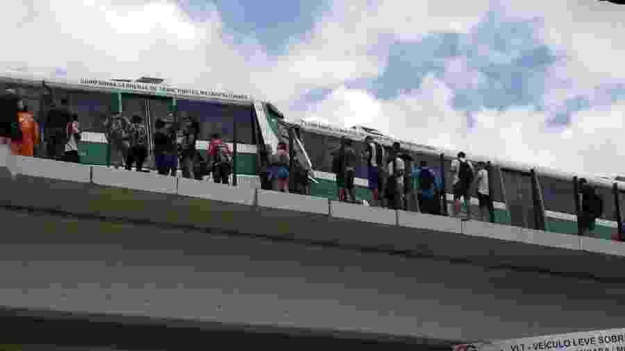 Trens colidiram em Fortaleza, na manhã de hoje (28) - Reprodução