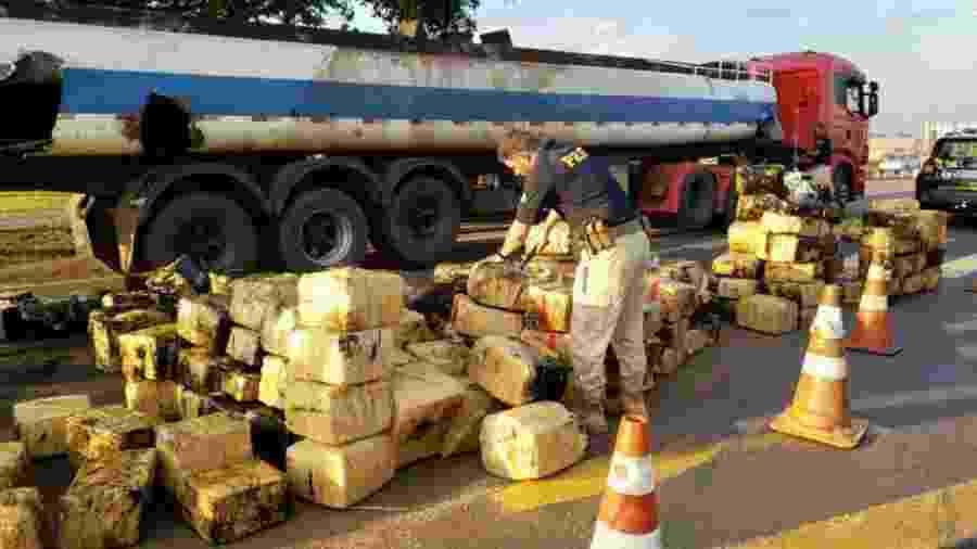 PRF apreende quase 3 toneladas de maconha no Paraná - Divulgação/Polícia Rodoviária Federal