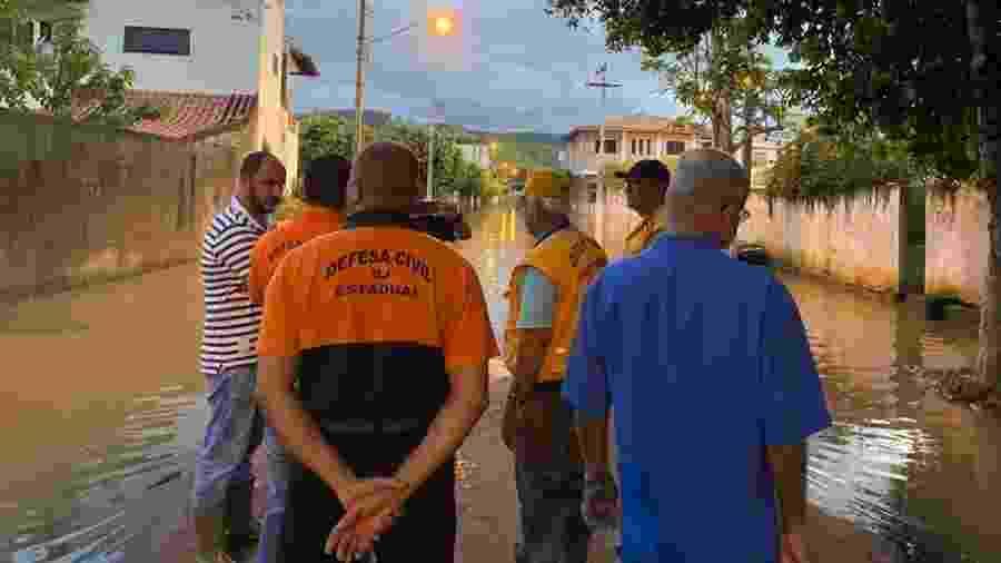 Rio de Janeiro enfrente problemas com chuvas e pessoas ficam ilhadas - Reprodução Twitter