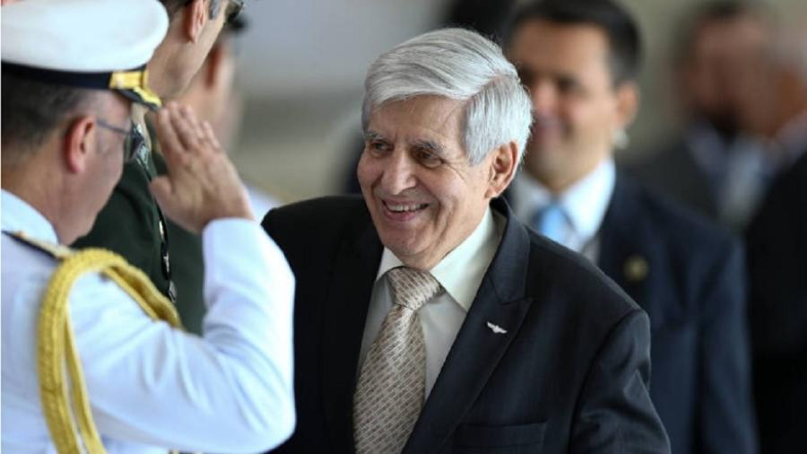 General Heleno recebe continência - Pedro Ladeira/Folhapress