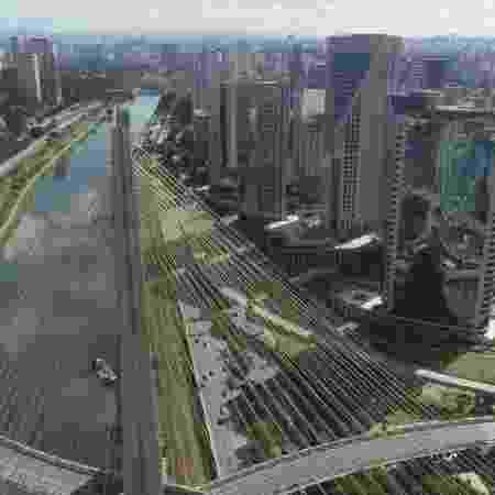 São Paulo fica vazia durante quarentena - STAFF