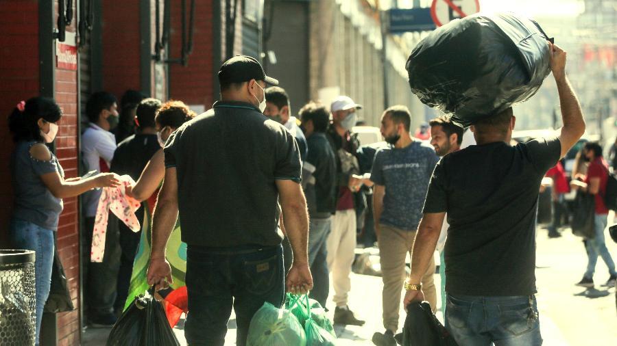 Comércio nas ruas do Brás, no centro da capital paulista, durante a quarentena - Ricardo Matsukawa/UOL