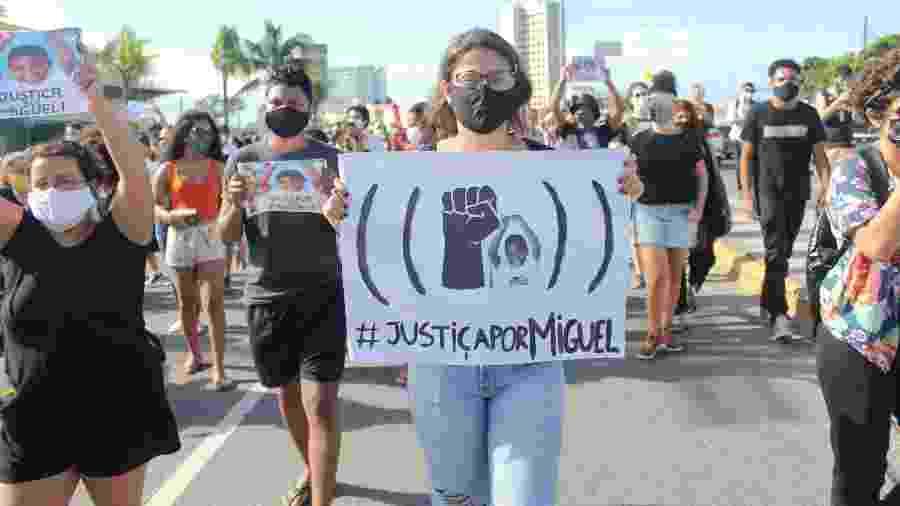Manifestantes protestam contra a morte do pequeno Miguel no Recife (PE) - Pedro de Paula/Estadão Conteúdo