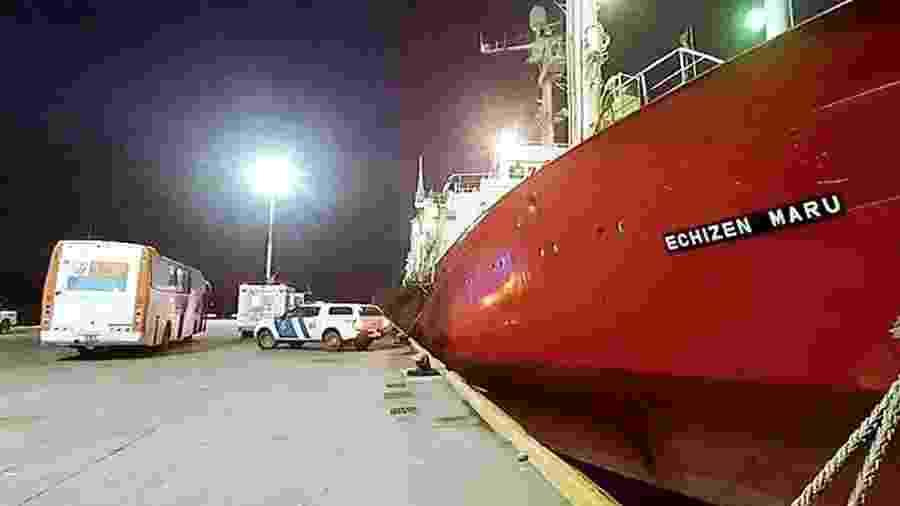 Navio pesqueiro onde 57 tripulantes foram diagnosticados com a covid-19 na Argentina - Télam/Agência Nacional de Notícias