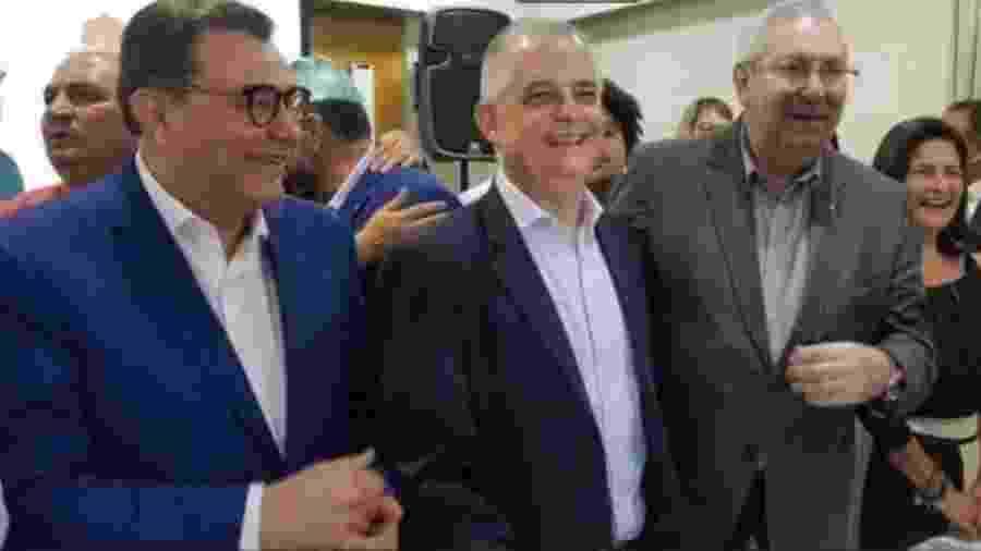 Márcio França (centro), do PSB, e seu candidato a vice, Antonio Neto (à direita) - Reprodução/Facebook