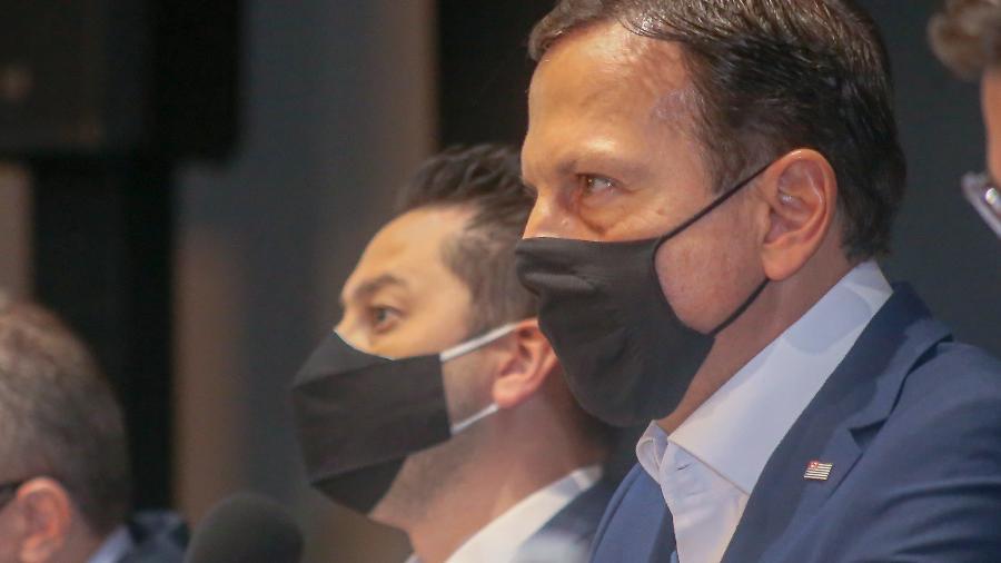 O secretário de Desenvolvimento Regional de SP, Marco Vinholi, e o governador João Doria (PSDB-SP) em encontro com prefeitos sobre covid-19 - Governo do Estado de São Paulo