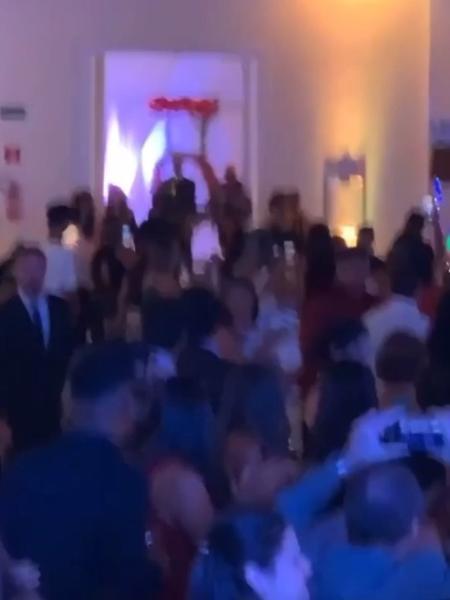 Baile de debutante no final de semana violou regras de combate à pandemia do novo coronavírus - Reprodução