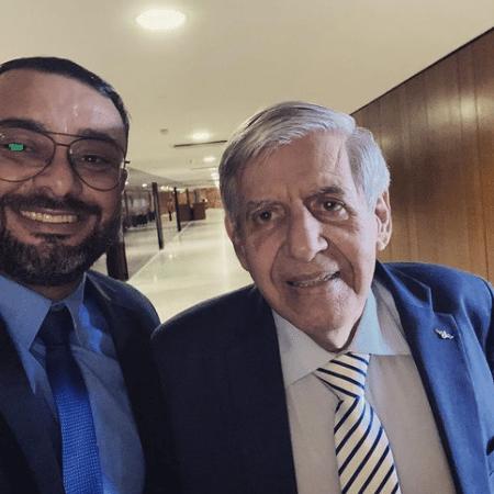 Juliano Martins, ativista alvo de operação da PF, com o general Augusto Heleno, ministro do GSI - Reprodução/Instagram