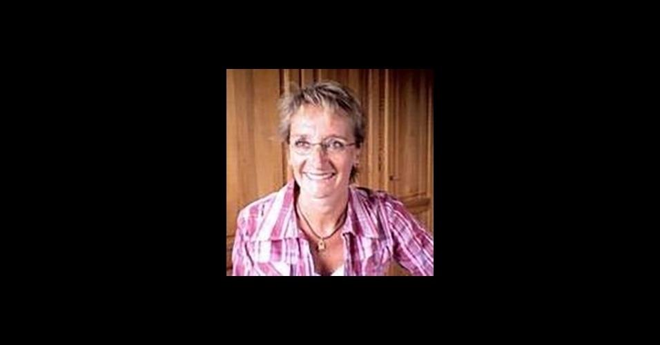 """25.mar.2016 - Fabienne Vansteenkiste, 51, também morreu durante o ataque no aeroporto de Bruxelas. Ela era funcionária do aeroporto e acabava de concluir o expediente quando as duas bombas explodiram. Depois de ficar alguns dias sem dar notícias, um primo, ex-funcionário da equipe de identificação de vítimas de catástrofes da Polícia Federal Belga, confirmou seu falecimento a """"Het Laatste Nieuws"""""""