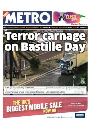 """14.jul.2016 - O tabloide britânico Metro fala de """"terror"""" e """"carnificina"""" durante as comemorações do Dia da Bastilha, quando os franceses comemoram a derrubada da antiga prisão da Bastilha, durante a Revolução Francesa, em Nice, na Riviera Francesa. Um caminhão atropelou uma multidão durante celebração da Queda da Bastilha, maior feriado nacional francês, no centro de Nice, na Riviera Francesa"""