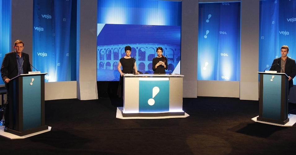 18.out.2016 - Os candidatos a prefeito do Rio de Janeiro, Marcelo Crivella (à esq.) e Marcelo Freixo, participam de debate promovido por UOL, Rede TV! e Veja