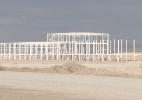 Por que uma fábrica de carros de R$ 5 bilhões está apodrecendo no meio do deserto do México? - BBC