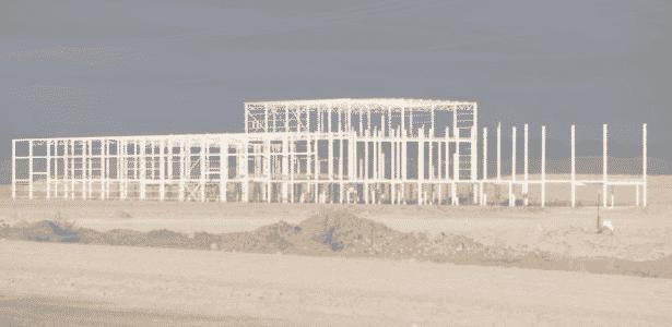 Região no deserto esperava prosperidade com nova fábrica, mas hoje só resta esqueleto da construção - BBC