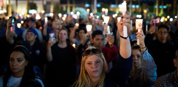 Americanos fazem vigília em Las Vegas em memória às vítimas de ataque a tiros