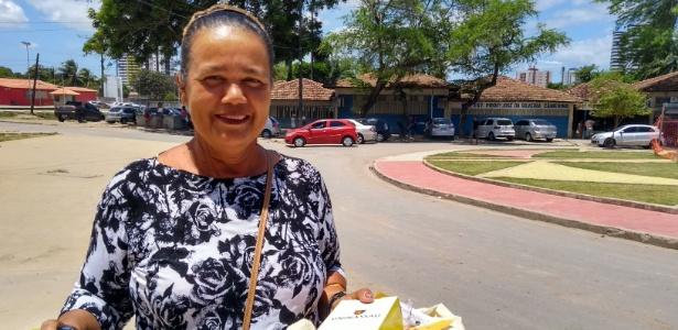 A vendedora ambulante Márcia Cristina, 50, que participa do Enem desde 2012