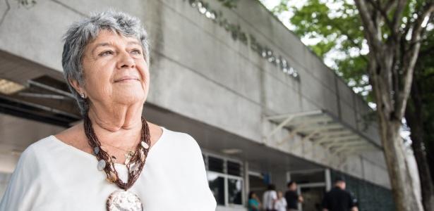 A infectologista Marinella Della Negra, pioneira do combate à Aids no Brasil, na frente do Instituto Emílio Ribas, em SP