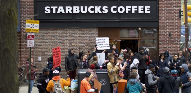 Loja na Filadélfia (EUA) virou alvo de protestos