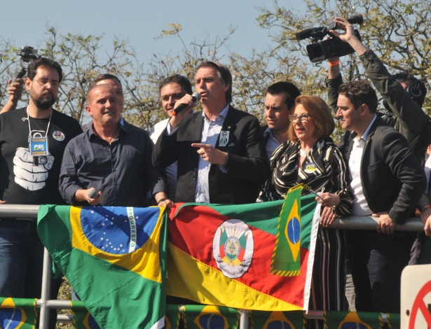 O candidato à Presidência, Jair Bolsonaro (PSL), ao lado do deputado Onyx Lorenzoni - Omar de Oliveira/Fotoarena/Estadão Conteúdo