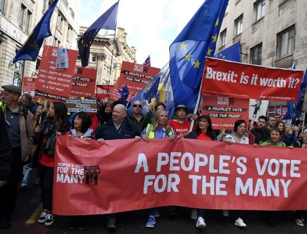 Manifestantes contrários à saída do Reino Unido da UE marcham em Liverpool - Paul Ellis/AFP