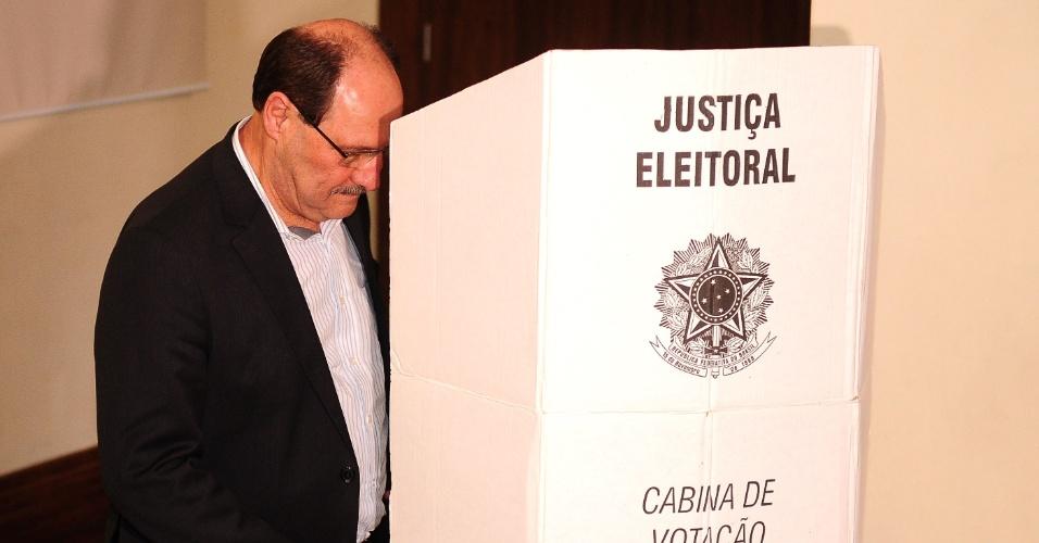 José Ivo Satori, atual governador do Rio Grande do Sul, vota no Colégio La Salle Carmo, em Caxias do Sul