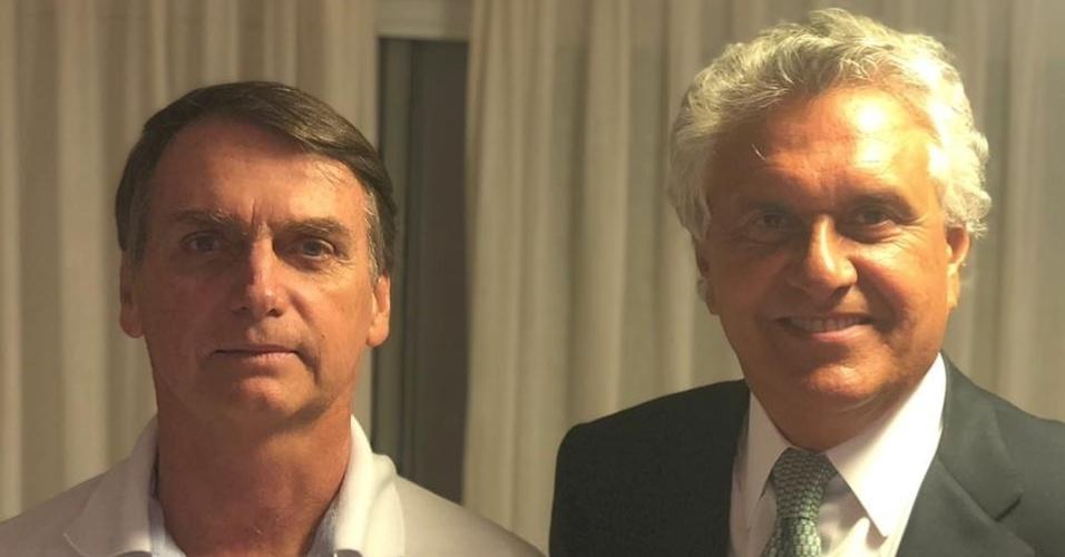 10.out.2018 - O presidenciável do PSL, Jair Bolsonaro, recebe a visita do governador eleito de Goiás, Ronaldo Caiado (DEM), na quarta-feira (10)
