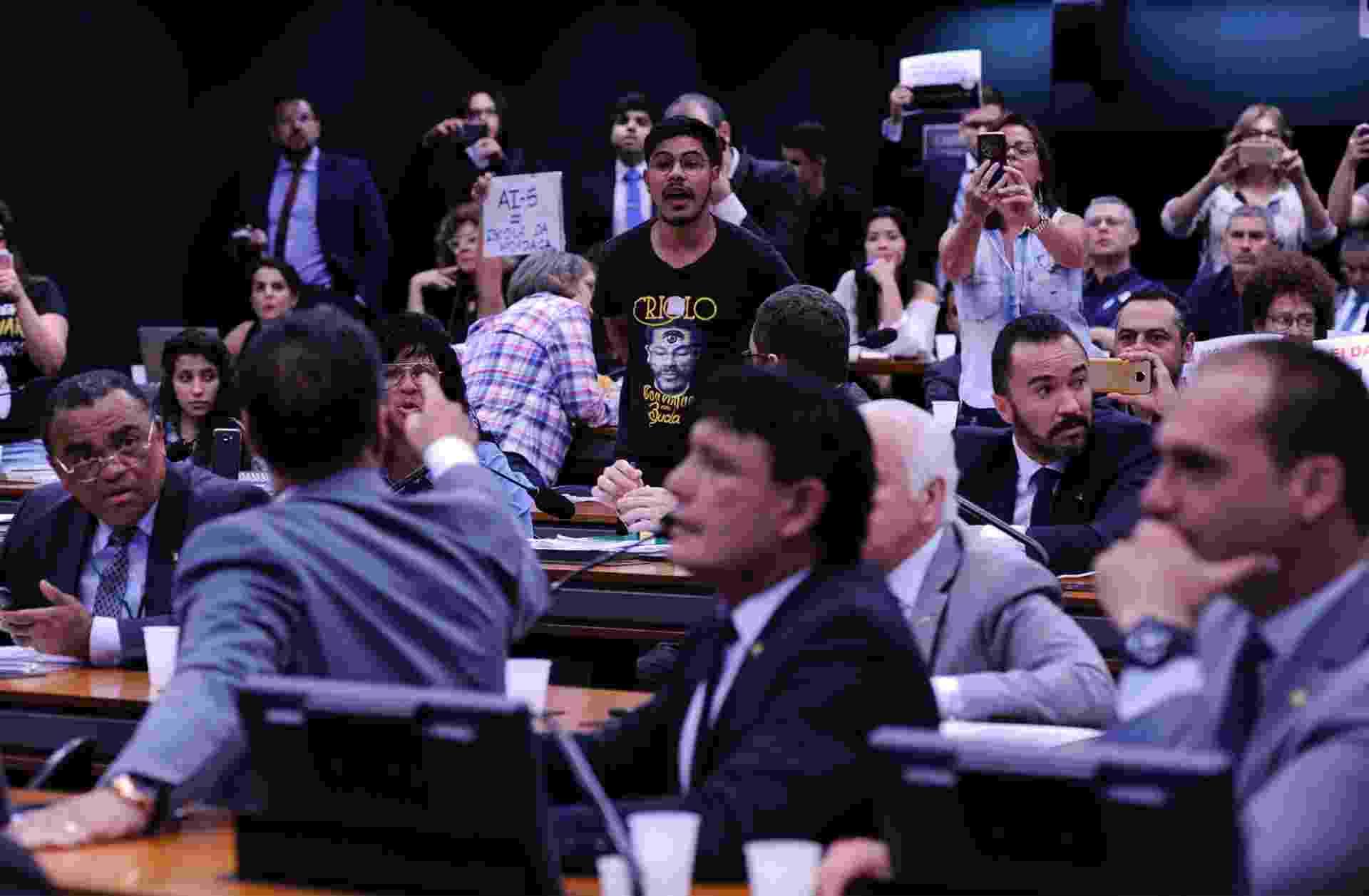 """A comissão especial que analisa o projeto """"Escola sem Partido"""" teve bate-boca, nesta terça-feira (13), durante a sessão que votaria o novo teto da proposta - Cleia Viana/Câmara dos Deputados"""