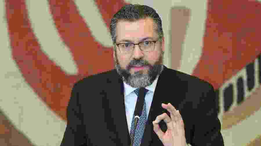 2.jan.2019 -  O novo ministro das Relações Exteriores, Ernesto Araújo, discursa após receber o cargo em cerimônia realizada no Palácio do Itamaraty, em Brasília - GABRIELA BILÓ/ESTADÃO CONTEÚDO