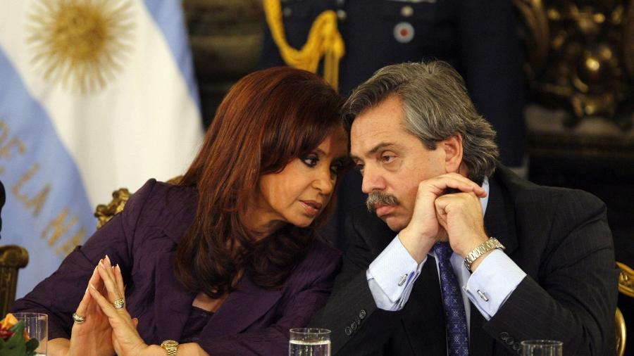 Cristina Kirchner conversa com o então ministro Alberto Fernández durante reunião na Casa Rosada, em Buenos Aires, na Argentina, em 27 de novembro de 2010 - Cézaro de Luca/Efe
