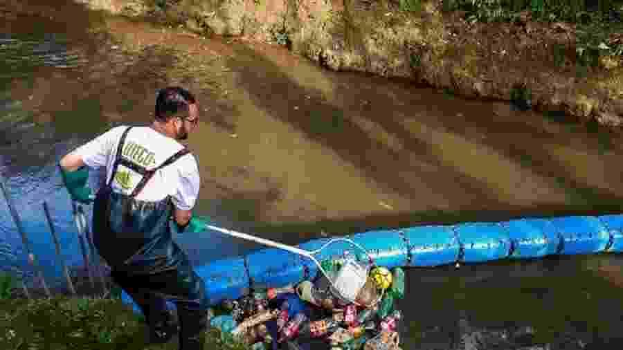 Diego aprendeu a nadar no rio que hoje ajuda a limpar - Arquivo pessoal