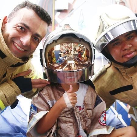 Bombeiros são heróis das crianças e dos eleitores - Mauricio Bazilio / SES / divulgação