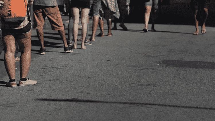 Fila para recebimento do auxílio emergencial no Rio; pandemia provocou divisão dentro do governo sobre papel do Estado em políticas sociais - REUTERS/Ricardo Moraes - REUTERS/Ricardo Moraes