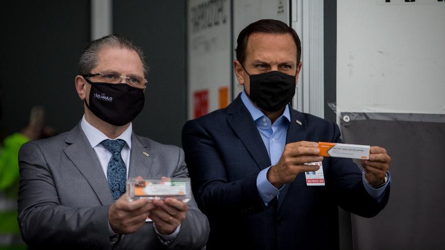 O governador de São Paulo, João Doria (PSDB), e o secretário estadual de Saúde, Jean Gorinchteyn; secretários divergem sobre aulas presenciais - Felipe Rau/Estadão Conteúdo