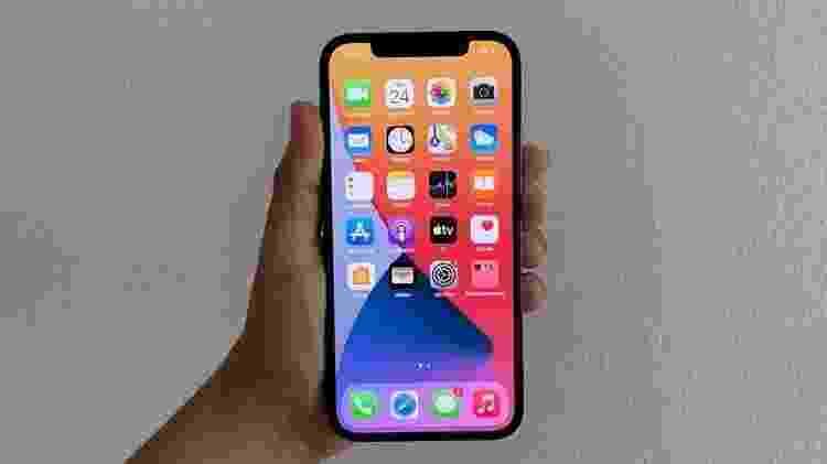 iPhone 12 Pro: tela de 6,1 polegadas - Bruna Souza Cruz/Tilt - Bruna Souza Cruz/Tilt