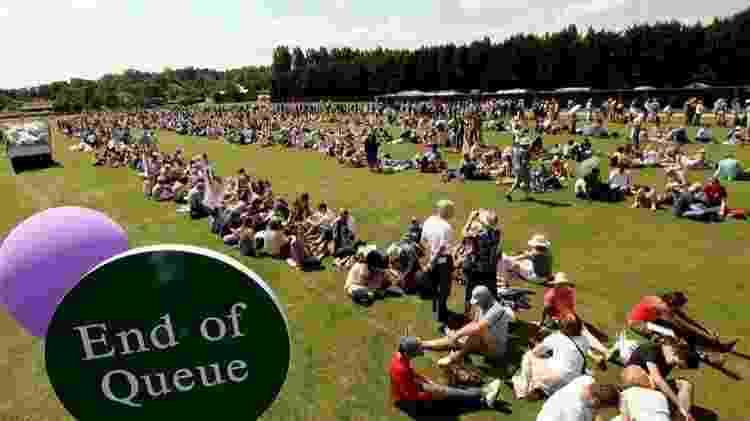 As filas para comprar ingresso para o Torneio de Wimbledon, em Londres, têm regras de comportamento e acampamento noturno - Getty Images - Getty Images