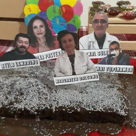 Mãe comemora aniversário do filho com bolo de infectologistas - Reprodução/Redes sociais
