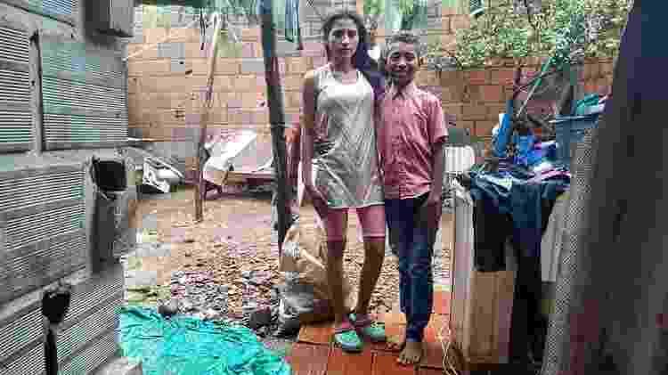 Juan David junto com a sua mãe na casa em que moram em Cúcuta, na Colômbia - Juan David/World Vision - Juan David/World Vision