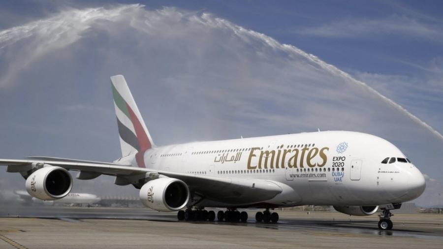 1º.ago.2015 - Avião da companhia aérea Emirates Airlines - Paco Campos/EFE