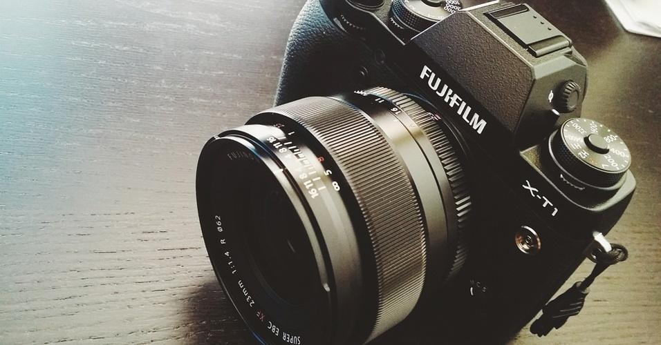 3.ago.2015 - A Fujifilm lançou a câmera fotográfica X-T1 IR com sensores ultravioleta e infravermelho que possibilitam captura de imagens no escuro e até através de roupas. Isso mesmo! Segundo a empresa japonese, a tecnologia possibilita captar o que os olhos não podem ver. A câmera possibilita a captura da luz em comprimentos de onda de até 1.000 nm [o limite de captura dos olhos humanos é de 700 nm] Com sensor de 16,3 megapixels e tela LCD de 3 polegadas, o produto será vendido por US$ 1.700 a partir de outubro