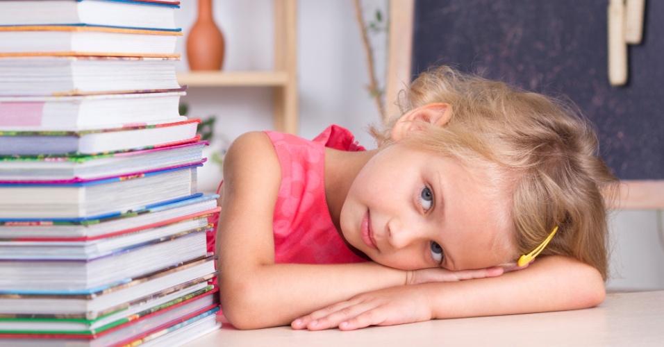 Material escolar; volta às aulas; livro; livro escolar; material didático