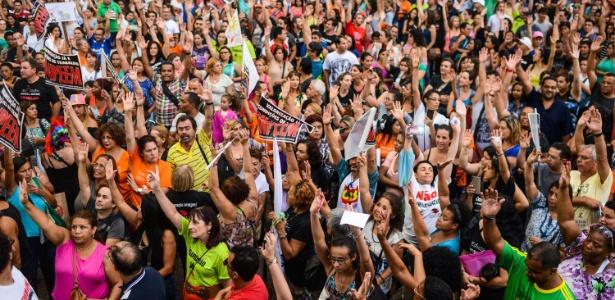 Os professores da rede municipal de São Paulo fazem uma manifestação na tarde desta quarta-feira em frente à Prefeitura