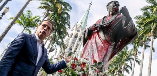 """Para o prefeito João Doria (PSDB), o autor do ato não """"tem amor próprio"""" e """"fé"""""""